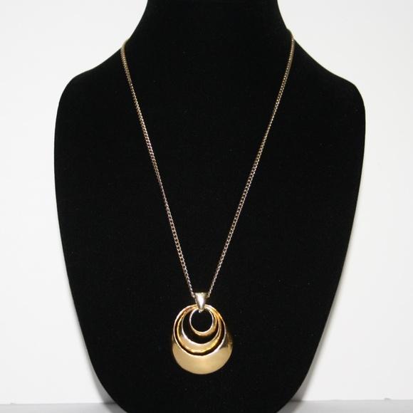 Vintage Jewelry - Beautiful vintage gold necklace circle pendant